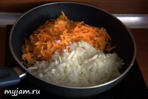 Начинка: лук и морковь