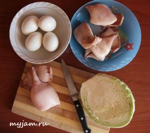 Ингредиенты для салата из кальмаров и свежей капусты