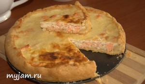 пирог с форелью в разрезе