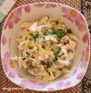 салат из кальмаров и свежей капусты