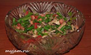 салат с шампиньонами в вазе