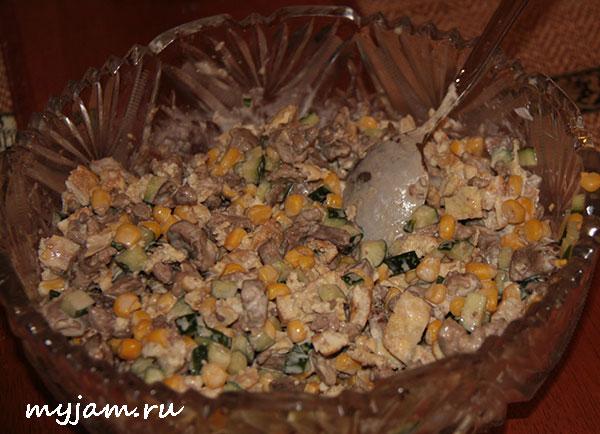 салат из куриной печени с кукурузой