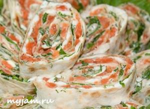 лаваш с сыром и красной рыбой