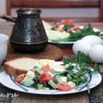 Завтрак_яйцо_салат_кофе