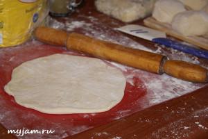как раскатать лепешку для хачапури