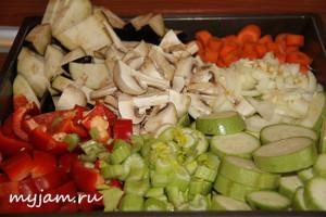 Курица и овощи в духовке