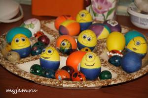 Как интересно покрасить яйца