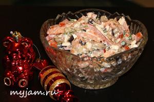 Салат баклажаны, помидоры, сыр